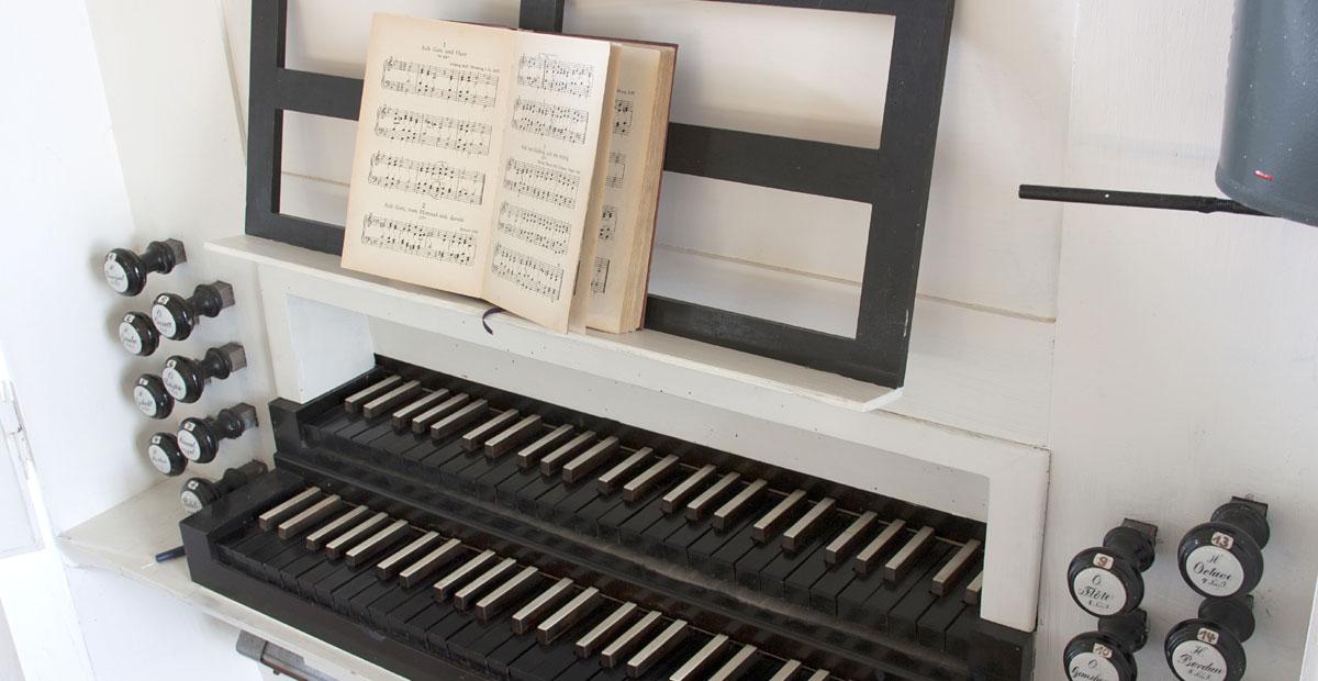 Spieltisch der Opitz-Orgel von 1857 in Jonaswalde (Thüringen)