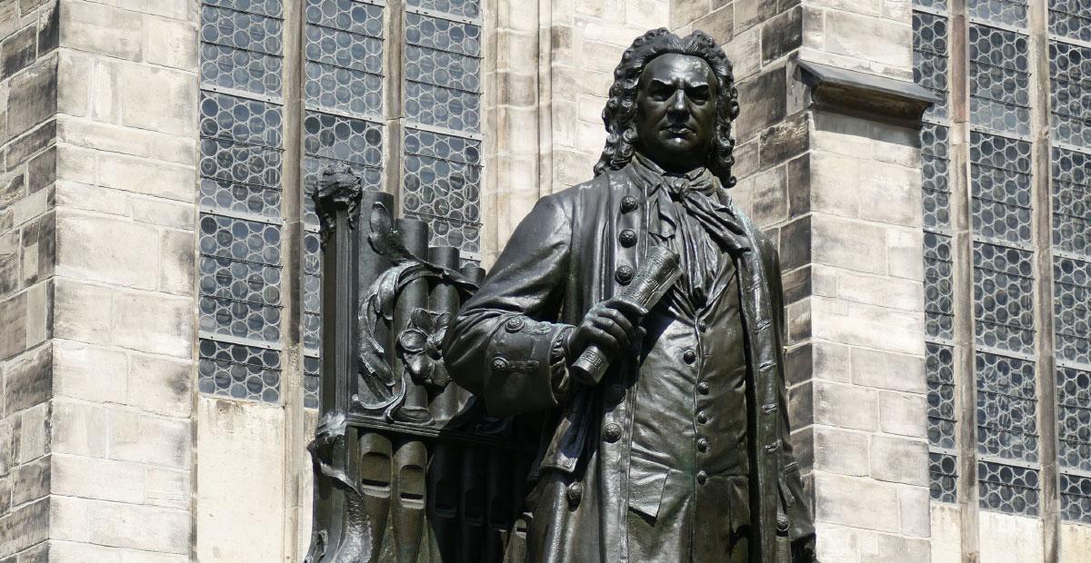 Bachstandbild vor der Thomaskirche Leipzig